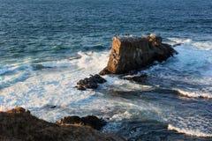 Formación de roca las naves cerca del pueblo de Sinemorets, el Mar Negro, Bulgaria Foto de archivo libre de regalías