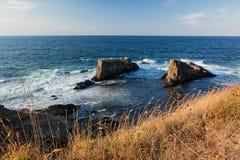Formación de roca las naves cerca del pueblo de Sinemorets, el Mar Negro, Bulgaria Imagenes de archivo