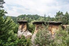 Formación de roca de Poklicky cerca del castillo de Kokorin en República Checa imagenes de archivo