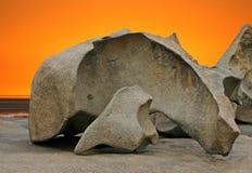 Formación de roca Sculpted y cielo anaranjado foto de archivo libre de regalías