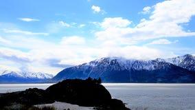 Formación de roca silueteada en la beluga pinta , Alaska fotos de archivo libres de regalías