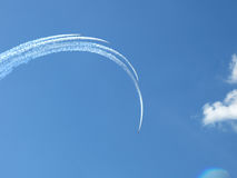 Formación del aeroplano en el cielo Imágenes de archivo libres de regalías