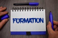 Formación del texto de la escritura de la palabra Concepto del negocio para el cuerpo de la disposición particular de las piezas  fotografía de archivo