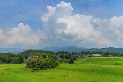 Formación hermosa de la nube alrededor del castillo de Kikuchi Imagenes de archivo
