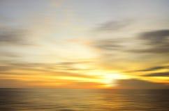 Formación hermosa del cielo debido al efecto largo de la exposición en el isla del mabul foto de archivo