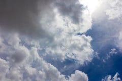 Formación oscura de las nubes Fotos de archivo