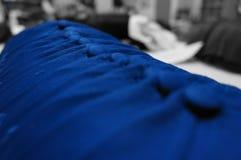 Formación perfecta de gorras de béisbol azules Foto de archivo libre de regalías