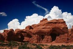 Formación y nubes tormentosas de la piedra arenisca Imágenes de archivo libres de regalías