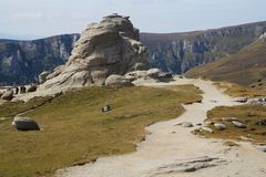 Formaciones de roca en el parque nacional Bucegi, Rumania Foto de archivo