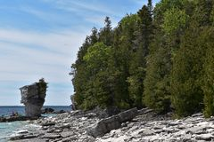 Formaciones de roca en la costa fotos de archivo libres de regalías
