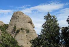 Formaciones de roca formadas inusuales hermosas de la montaña de Montserrat, España Imagen de archivo