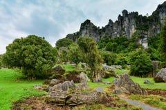 Formaciones de roca imponentes para la ubicación de la película del ` el Hobbit, un ` inesperado del viaje, en Nueva Zelanda fotos de archivo libres de regalías