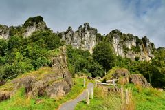 Formaciones de roca imponentes para la ubicación de la película del ` el Hobbit, un ` inesperado del viaje, en Nueva Zelanda foto de archivo libre de regalías
