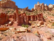 Formaciones de roca rojas en el país Utah del filón del capitolio imagen de archivo