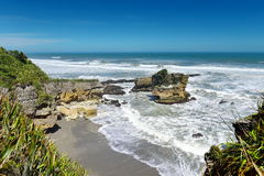 Formaciones de rocas asombrosas de la crepe en el parque nacional de Paparoa en Nueva Zelanda Imagen de archivo