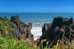 Formaciones de rocas asombrosas de la crepe en el parque nacional de Paparoa en Nueva Zelanda Fotografía de archivo