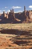 Formaciones de tótem poste y de Yei Bei Chei, valle del monumento, Arizona Foto de archivo libre de regalías