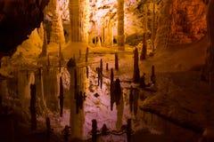 Formacja stalagmity i soplenowie w jamach obraz royalty free
