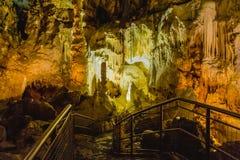 Formacja stalagmity i soplenowie w jamach fotografia stock