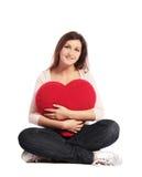 formad kvinna för hjärtaholding kudde Royaltyfria Bilder