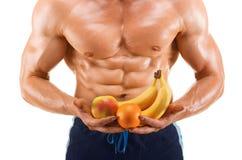 Formad och sund kroppman rymma nya frukter, format buk- som isoleras på vit royaltyfria foton