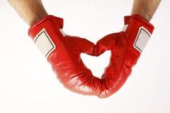 formad red för boxninghandskehjärta royaltyfria bilder