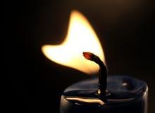 formad stearinljusflammahjärta Arkivbild