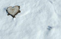 Formad trädstam för valentin hjärta Arkivfoto
