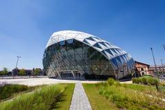 Formade det moderna valet för CET Budapest byggnad på banken av Donauen Royaltyfri Foto