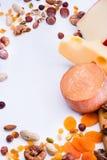 Formaggi con i frutti ed i dadi secchi Immagini Stock Libere da Diritti