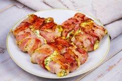 Formaggio avvolto bacon fotografia stock