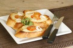 Formaggio cotto su pane tostato Immagini Stock Libere da Diritti