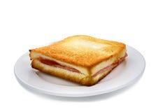 Formaggio del prosciutto di Sanwich sul piatto bianco immagine stock libera da diritti