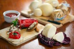 Formaggio del provolone e peperone dolce farcito Fotografie Stock Libere da Diritti
