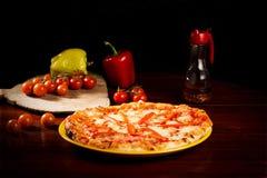 Formaggio della mozzarella e pizza deliziosi del pepe Fotografia Stock Libera da Diritti