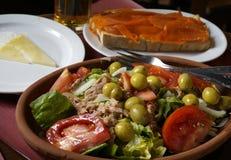 Formaggio di capra fresco del panino di Salmone dell'insalata immagine stock