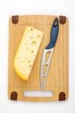 Formaggio e lama su una scheda di legno Fotografia Stock