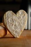 formaggio a forma di del cuore gastronomico Immagini Stock Libere da Diritti