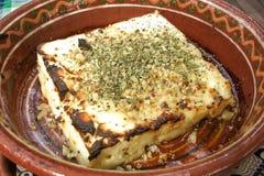 Formaggio fritto bulgaro sul piatto tradizionale Fotografie Stock Libere da Diritti