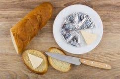 Formaggio fuso in piatto, pagnotta, panino con formaggio Fotografia Stock