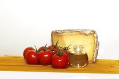 Formaggio, pomodoro e spaghetti Fotografia Stock Libera da Diritti