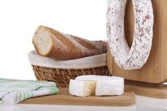 Formaggio squisito, salsiccia, baguettes Fotografia Stock