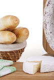 Formaggio squisito, salsiccia, baguettes Immagine Stock Libera da Diritti