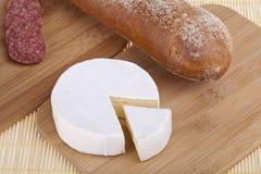 Formaggio squisito, salsiccia, baguettes Fotografie Stock Libere da Diritti