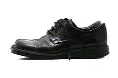 Formale schwarze lederne Schuhe für Männer - Seitenansicht Stockfoto