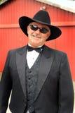 Formaler Cowboy mit Sonnenbrille Stockbild