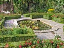 Formaler Garten am Penrhyn Schloss Stockfotografie
