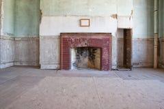 Formaler Raum in einem alten verlassenen Haus Lizenzfreie Stockfotografie