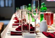 Formalny elegancki położenie na obiadowym stole Obrazy Royalty Free