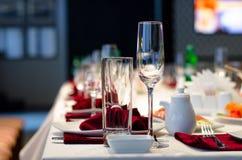 Formalny elegancki położenie na obiadowym stole Obraz Stock